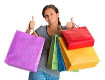 Lycklig kvinna med shoppingpåsar Royaltyfri Bild