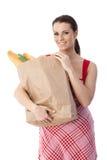 Lycklig kvinna med shoppingpåsen Arkivfoto