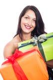 Lycklig kvinna som ger gåva Arkivfoton