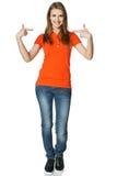 Lycklig kvinna som pekar på hon själv att stå oavkortad längd royaltyfria foton