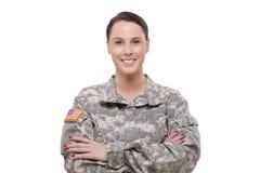 Lycklig kvinnlig armésoldat