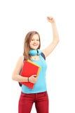 Lycklig kvinnlig student som gör en gest lycka med lyftta händer Arkivfoton