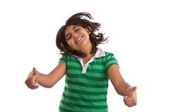 Lycklig latinamerikansk liten flicka som isoleras på vit Arkivbilder