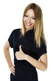 Lycklig le affärskvinna med det ok tecknet Arkivfoto