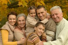 Lycklig le familj Royaltyfri Fotografi