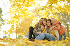 Lycklig le familj Royaltyfri Bild
