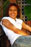 lycklig le kvinna Arkivfoto