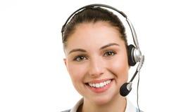 Lycklig le kvinnlig servicetelefonoperatör Arkivfoto