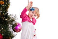 Lycklig le liten flicka med gåvor Royaltyfria Foton