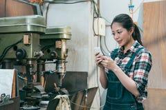 Lycklig le personal för företag för malningmaskin Fotografering för Bildbyråer