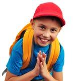 Lycklig le pojke med ryggsäcken som isoleras över vit Royaltyfri Foto