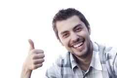 Lycklig le ung man med ok gest Arkivfoto