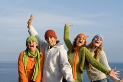 lycklig le ungdom för grupp Arkivfoto