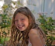 lycklig leendesommar för flicka Arkivfoto