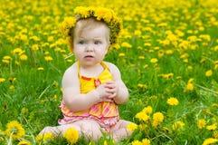 lycklig liten äng för flicka Royaltyfria Bilder