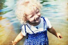 Lycklig liten flicka i sommarsol Fotografering för Bildbyråer
