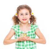 Lycklig liten flicka med hönor Arkivbilder
