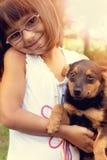 Lycklig liten flicka med hennes hund royaltyfria bilder