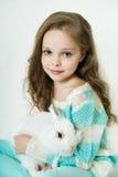 Lycklig liten flicka med kanin Fotografering för Bildbyråer