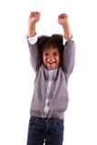 lycklig liten stående för afrikansk amerikanpojke Arkivfoto