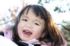 lycklig litet barn Arkivfoto