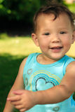 Lycklig litet barn i Park royaltyfri fotografi