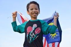 Lycklig malaysisk unge arkivfoto