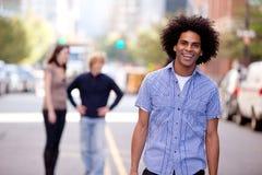 lycklig man för afrikansk amerikan Arkivfoton