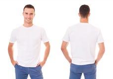 Lycklig man i den vita t-skjortan arkivbild