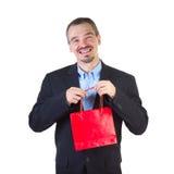 Lycklig man med att shoppa den röda påsen. royaltyfri fotografi
