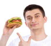 Lycklig man med den sjukliga hamburgaresmörgåsen för smaklig snabbmat Royaltyfria Bilder