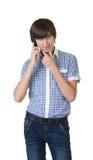 Lycklig man som svarar telefonen royaltyfri bild