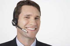 Lycklig manlig telefonist arkivbild