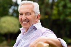 lycklig manpensionär royaltyfri foto