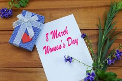 Lycklig mars 8, lyckönskan för dag för kvinna` s på mars 8, Arkivfoto
