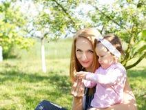 Lycklig moder Fotografering för Bildbyråer