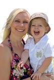 lycklig moder för barn royaltyfria bilder