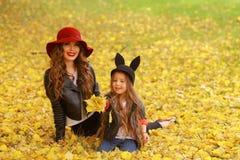 lycklig moder för dotter Familjlivsstilbegrepp Royaltyfri Foto