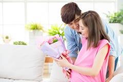 lycklig moder f?r dag fotografering för bildbyråer