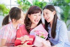 lycklig moder f?r dag arkivfoto