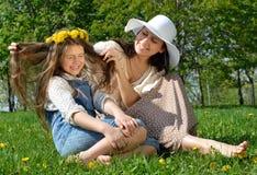 Lycklig moder och dotter Arkivbild
