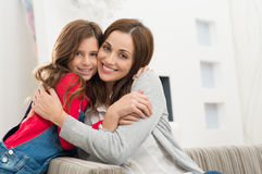 Lycklig moder och dotter Royaltyfria Foton