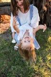 Lycklig moder och dotter som har roligt utomhus royaltyfri fotografi