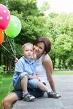 Lycklig moder och liten son Arkivfoto