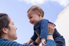 lycklig mom för dotter Royaltyfri Foto