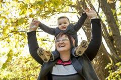 Lycklig mormor med den utomhus- sonsonen arkivbilder