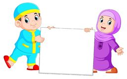 Lycklig moslem unge som rymmer det tomma tecknet vektor illustrationer