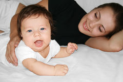 lycklig motherhood Arkivbilder