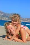 lycklig mum för dotter Royaltyfri Foto