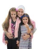 Lycklig muslimsk kvinnlig familj royaltyfri foto